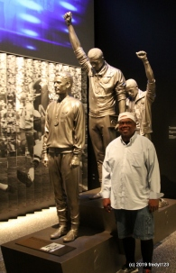 Willie posing with '68 heroes