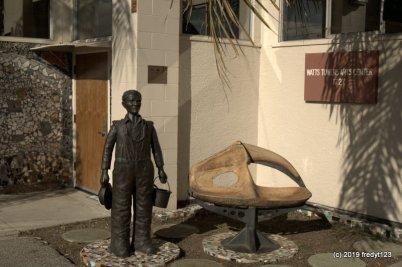 Simon Rodia statue